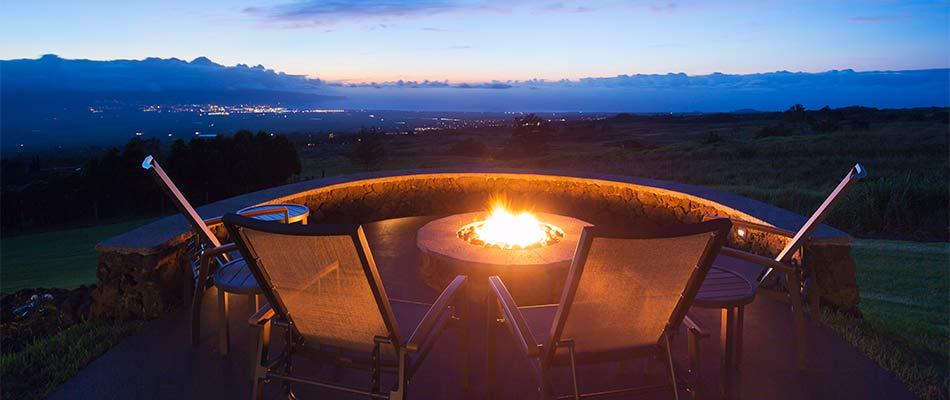 How Fire Pits & Fireplaces Extend Your Outdoor Living Space