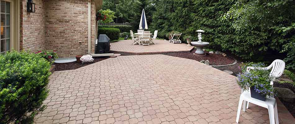 Patio Materials: Pavers vs. Flagstone